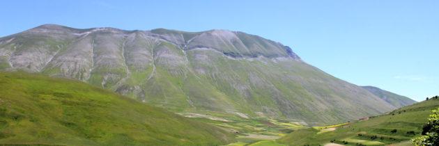 """Parco nazionale dei Monti Sibillini: la traversata del Pian Grande di Castelluccio di Norcia (Pg) dal Monte Ventosola al """"Bosco Italia"""""""